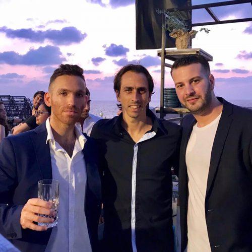 מייסדי Seedbiz, דניאל קוגלר וניצן פלג יחד עם יוסי בניון